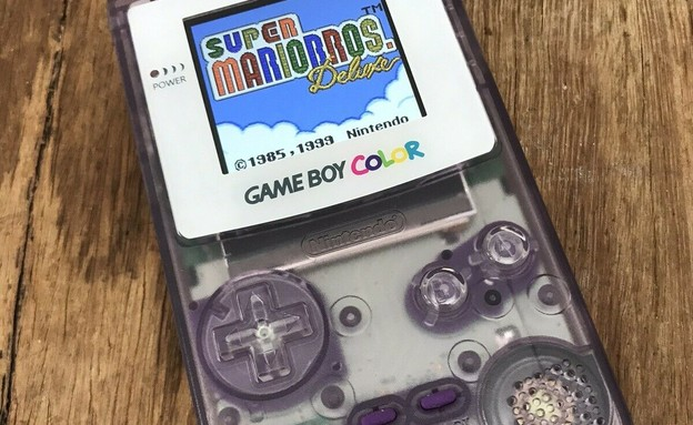 The Gameboy Colour Atomic Purple Clear (צילום: ebay)