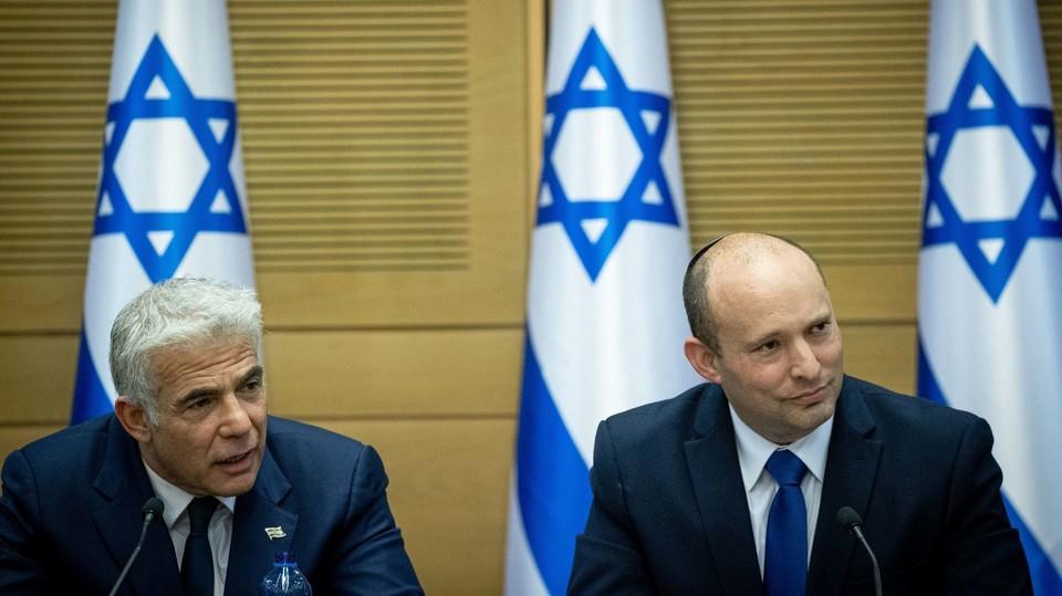 ראש הממשלה נפתלי בנט ושר החוץ יאיר לפיד בכנסת (צילום: יונתן זינדל, פלאש 90)